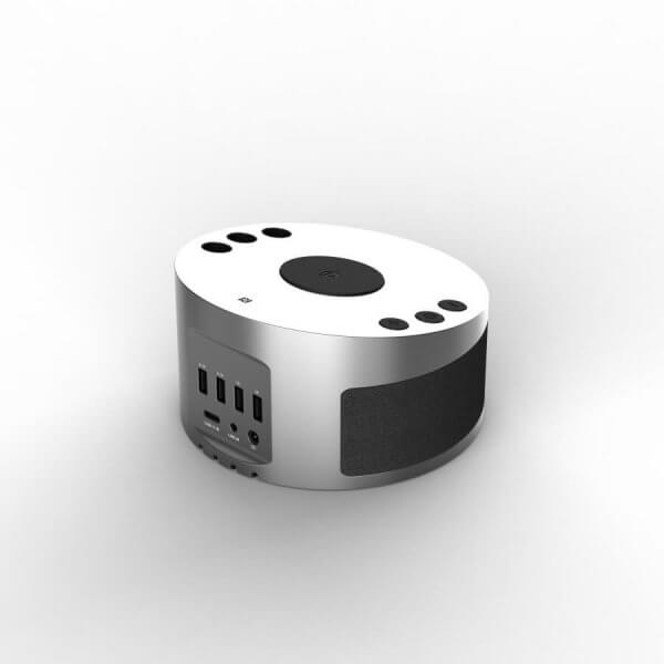 LYNQ Hub - Perspective view with USB Hub